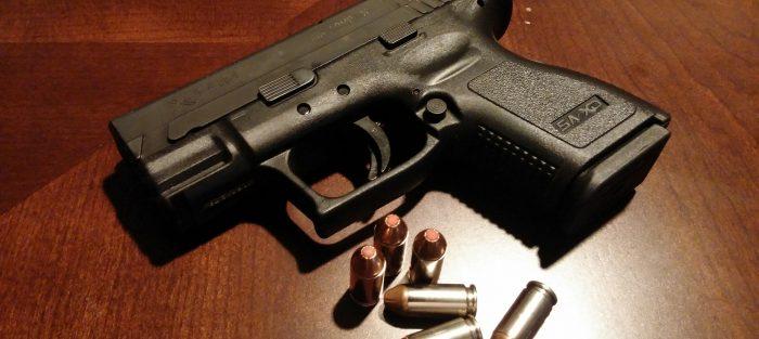 zbraň pistol